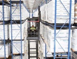 Gildan 成為美國 100% 純棉T恤的頭號品牌,公司在北卡羅來納州的伊甸開設了第一個大型分銷中心。